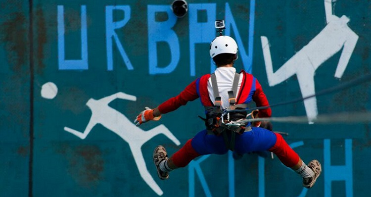 Urban Rush: Abseiling And Rap Jumping In La Paz